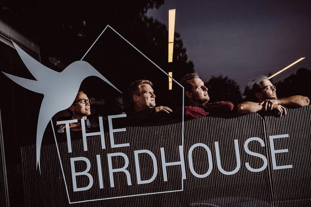 foto van twee oprichters van The Birdhouse en twee oprichters van Hoplr