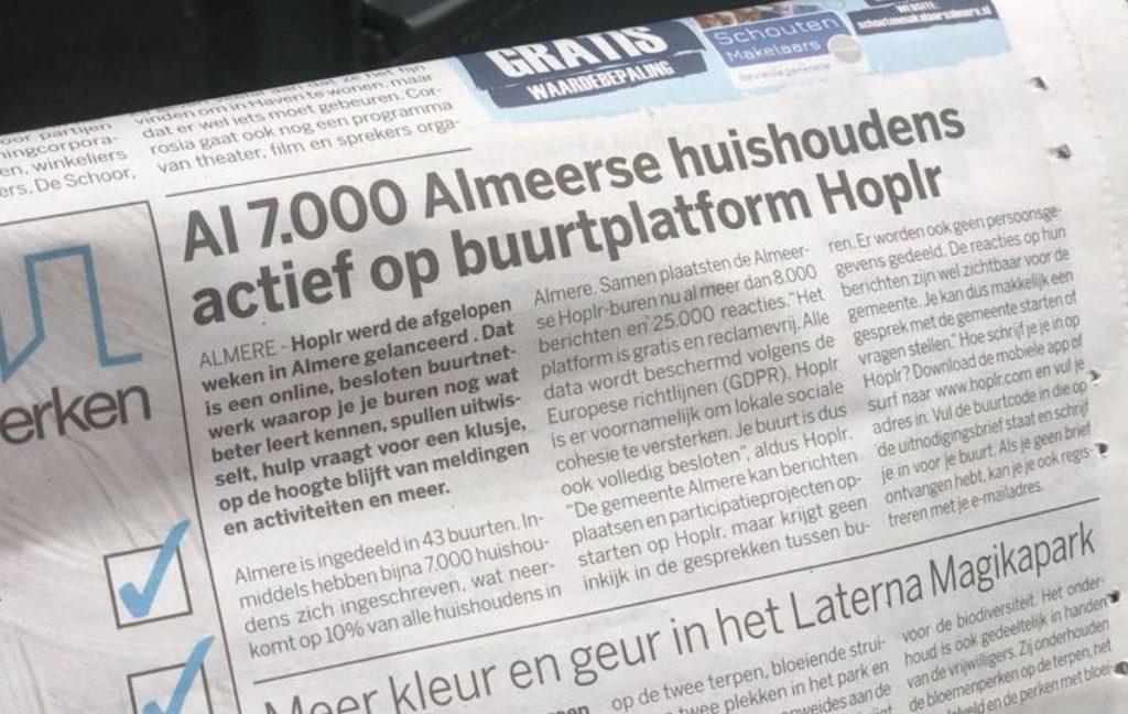 artikel in de Almeerse krant kopt 'Al 7.000 Almeerse huishoudens actief op buurtplatform Hoplr'